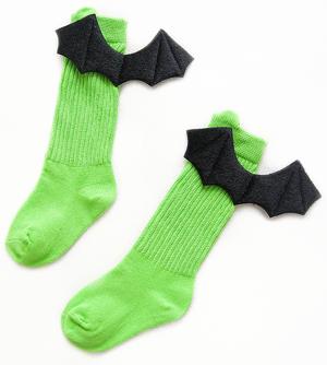 Βρεφικές παιδικές κάλτσες πράσινες βαμβακερές με μαύρα διαβολικά φτερά νυχτερίδας